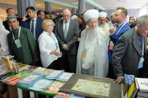 Верховный муфтий России Талгат Таджуддин и губернатор Чел.обл Борис Дубровский знакомятся с экспозицией